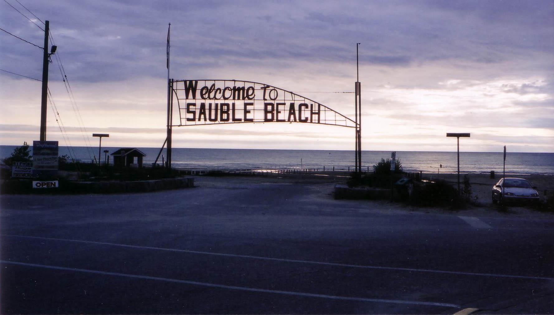 welcom to the jungle...er...beach